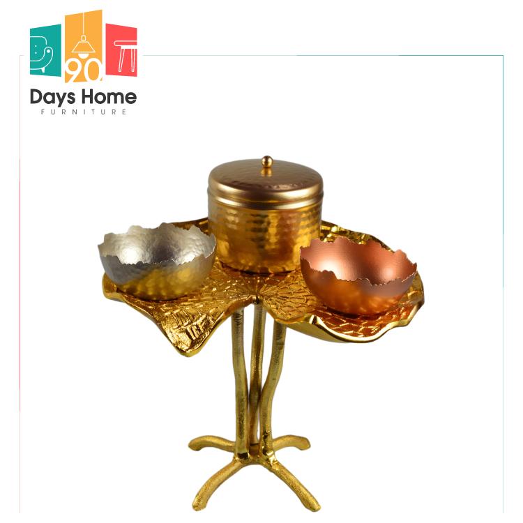 طبق تصميم زفاف مطلي بالذهب